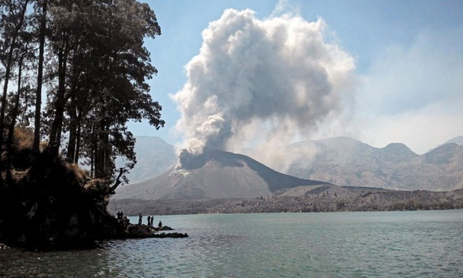 Mount Baru Jari eruption - Mount Rinjani