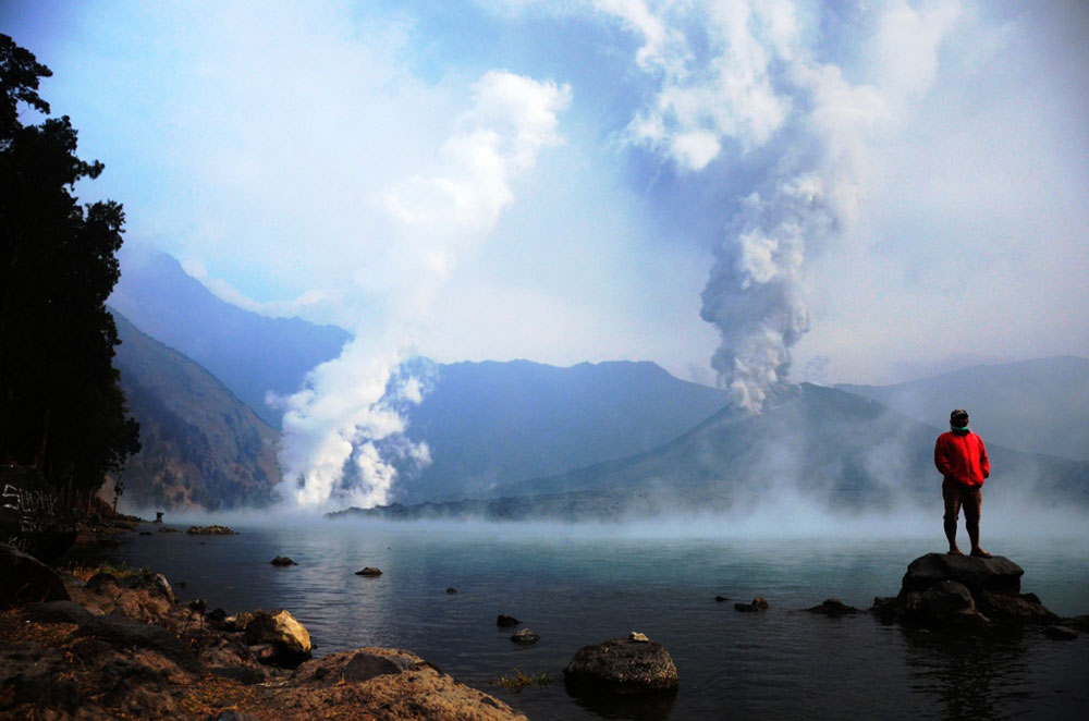 Mount Baru Jari last erupted in 2009–2010 - Mount Rinjani