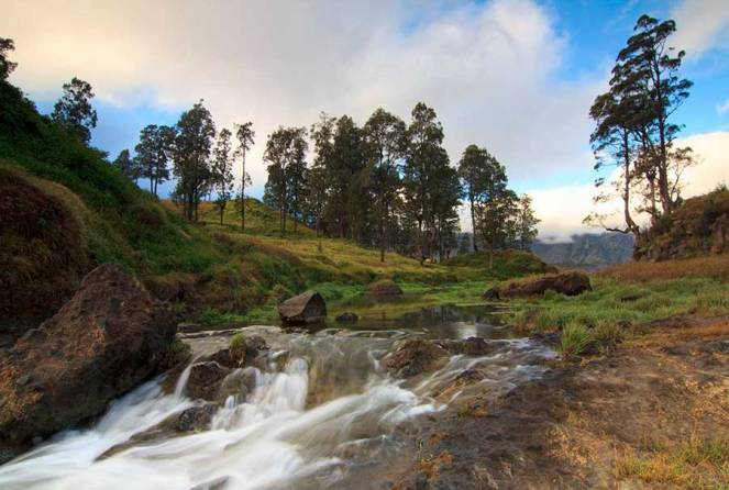 Hot spring Mt Rinjani side Lake Segara Anak