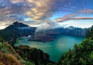 Plawangan Senaru Crater rim altitude 3641 meters Mount Rinjani