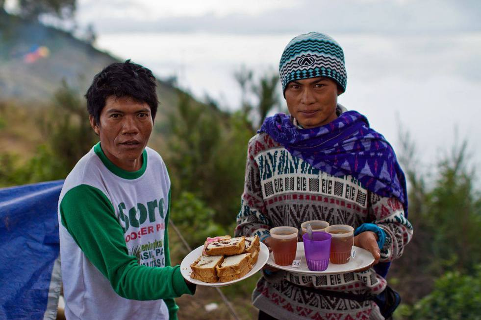 Porters at mount Rinjani services