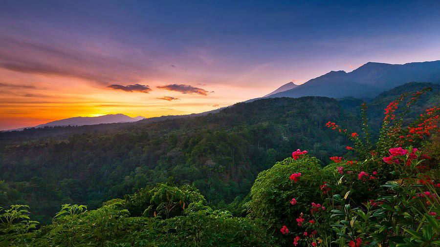 Trekking Mount Rinjani package 3 days 2 nights via Senaru